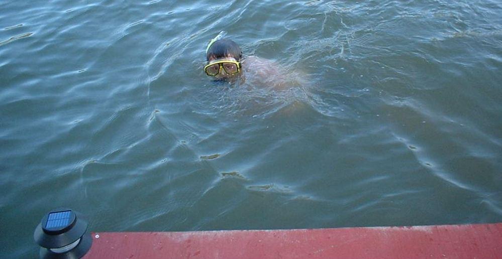 Jo swimming